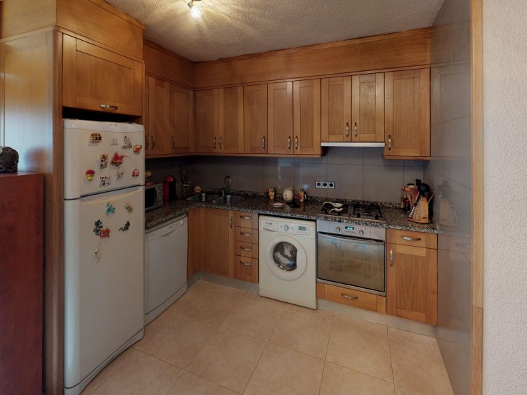 Pis-1-dorm-Andorra-Kitchen.jpg