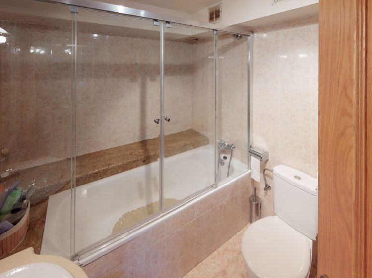 Pis-1-dorm-Andorra-Bathroom (1).jpg
